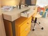 Dettaglio tavolo scrittoio con cassetti