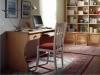 Zona studio con scrivania a gamba sagomata