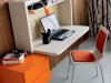 scrivania sospesa con libreria Cityline