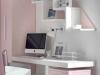 Zona studio con cassettiera e mensole