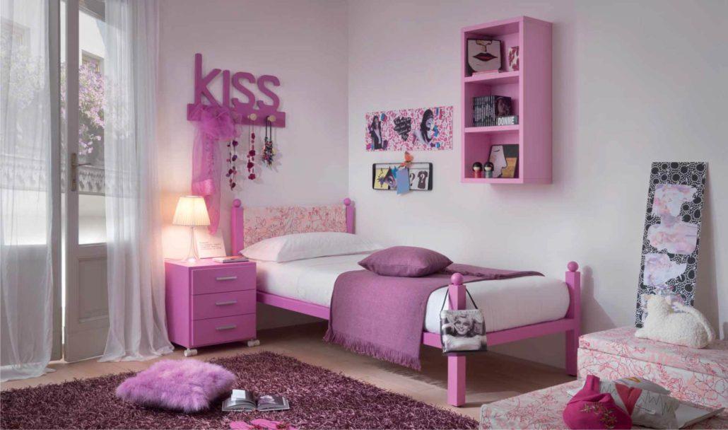 Camera Da Letto Al Femminile : Maglia coperta in camera da letto femminile u foto stock
