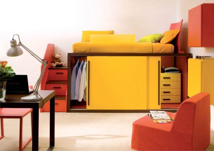 armadio scorrevole giallo