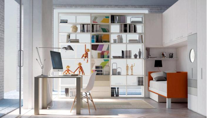 La libreria riempie e arreda lo spazio