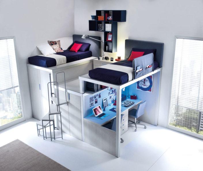 Cameretta con letti alti e scrivania a terra