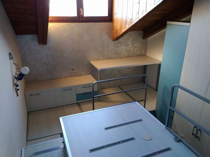 scrivania mansardata
