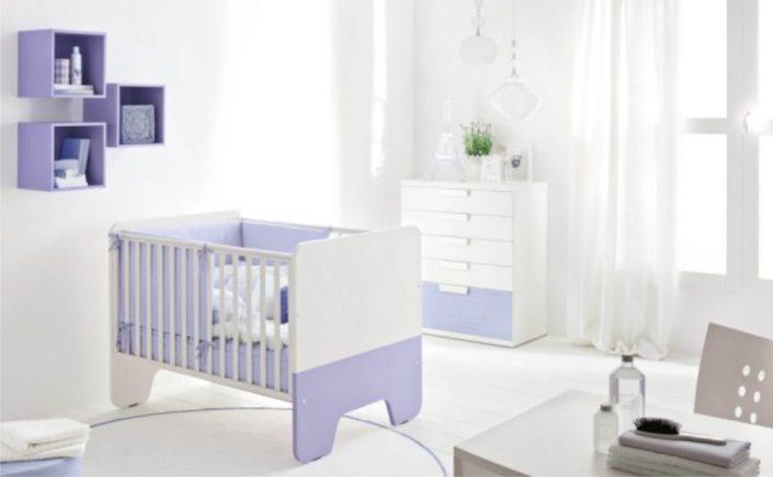 cameretta viola e bianca