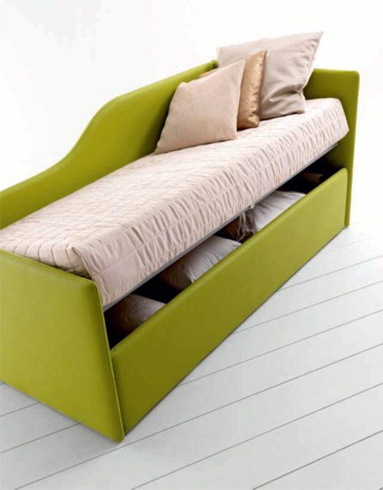 divanetto in ecopelle doimo