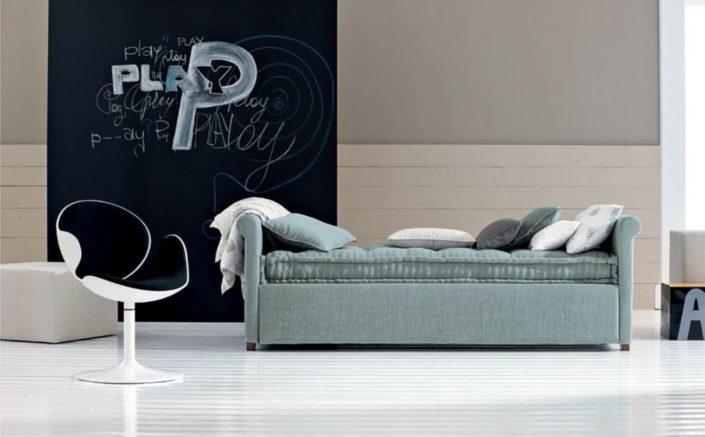 letto singolo azzurro in tessuto
