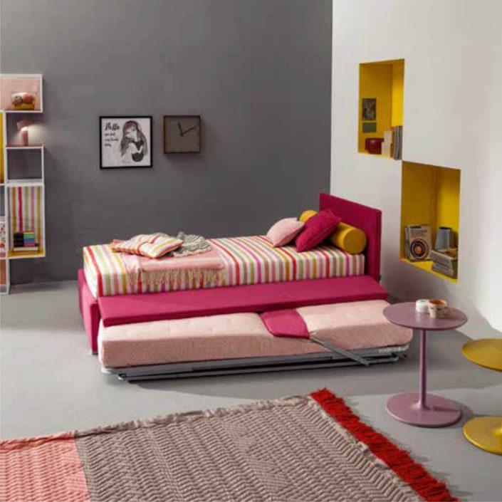 letto rosso con secondo letto