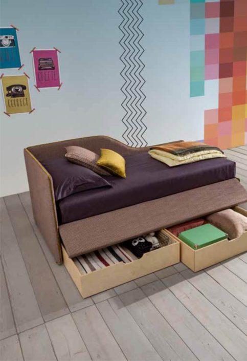 divanetto con cassettoni