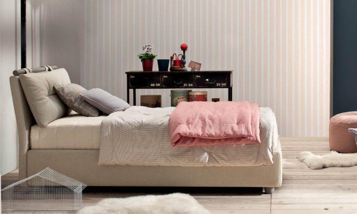 letto con cuscino e bastone