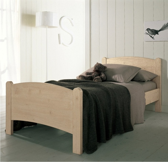 letto semplicissimo in legno